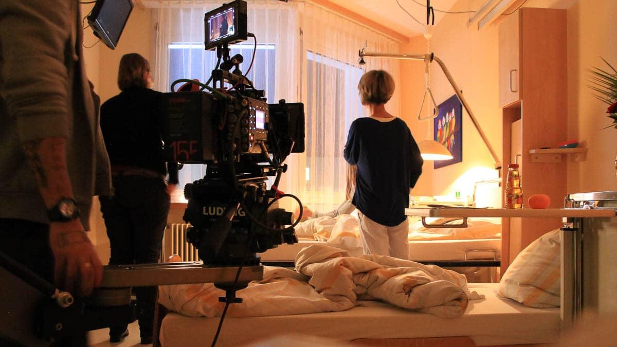 Filmset eingeleuchtet mit Arri Alexa auf Dolly