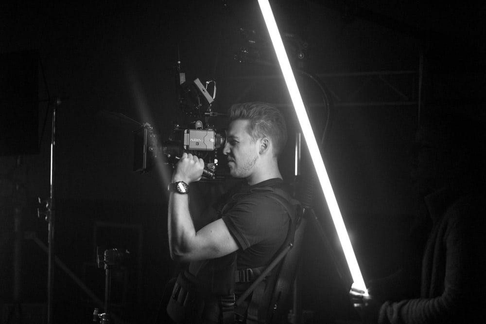 Kameramann mit Arri Alexa bei der Arbeit